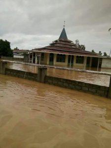 banjir juga merendam Mesjid di Pulau Obi